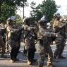 Guardia Nacional baila 'La Macarena' para bajar tensiones en EU