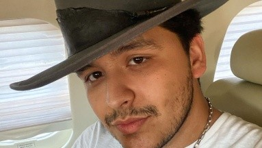 Christian Nodal revela que casi muere, su jet privado estuvo a punto de caerse