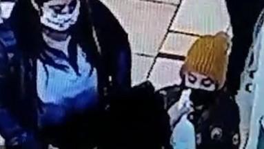 ¡Se confunde! Guardia rocía desinfectante en ojos de niña dentro de supermercado