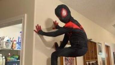 Un niño estadounidense pudo convertirse en su ídolo Miles Morales en el traje de Spider-Man.