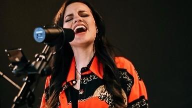 Sarita Sosa debuta como cantante con emotivo homenaje a José José
