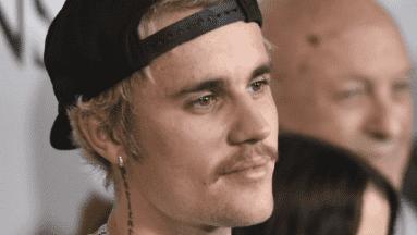 Justin Bieber demanda por difamación a jóvenes que lo acusaron de agredirlas sexualmente.