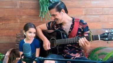 Vadhir Derbez invitó a su hermanita Aitana a interpretar una canción y el mundo los amó.