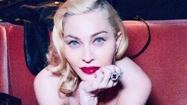Madonna reta la censura Instagram, se toma foto ¡semidesnuda!