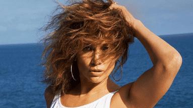 Jennifer Lopez presume de su figura en redes sociales.
