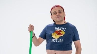 El comediante Lalo España defiende el humor y pide no caer en extremos