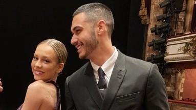 Captan a Ester Expósito y Alejandro Speitzer en aeropuerto de España