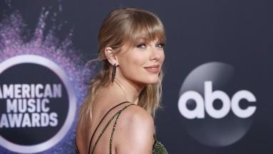 Taylor Swift vende más de dos millones de copias de su nuevo álbum,