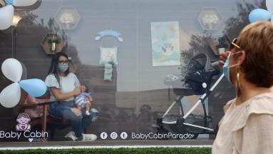 Crean cabina desinfectada para presentar a bebés en plena pandemia