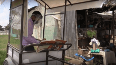 """Maestro construye el """"salón-ciclo"""", una escuela móvil para zonas rurales"""