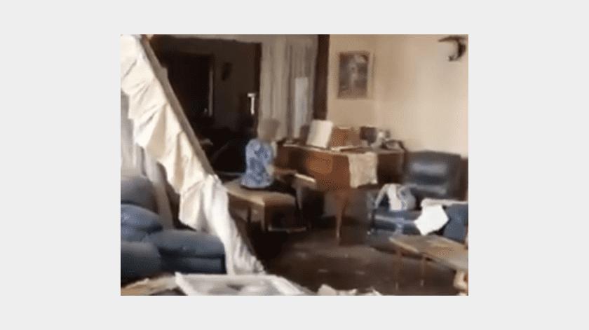 Una mujer de la tercera edad fue captada tocando el piano dentro de su casa, la cual quedó destrozada tras la explosión en Beirut.(Captura del video)