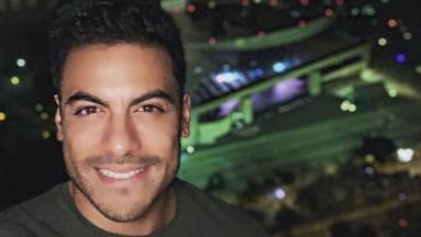 Denominado como el Chayanne de la nueva generación, Carlos Rivera bailó de manera sensual para promocionar sus nuevos sencillos musicales.