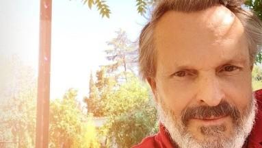 El cantante Miguel Bosé asegura que la vacuna contra Covid-19 y la prueba PCR