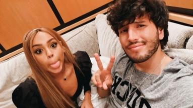 Los cantantesDanna Paola y Sebastián Yatra han estado conviviendo mucho debido a que se preparan para una entrega de premios.