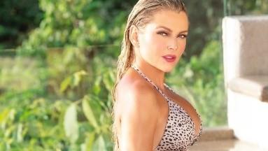Marjorie de Sousa presume su cuerpo mojado en diminuto bikini
