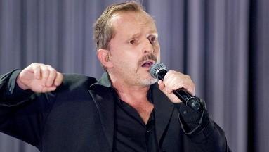 El cantante Miguel Bosé es uno de los famosos que no cree en la Covid-19 y comparte teorías de conspiración.