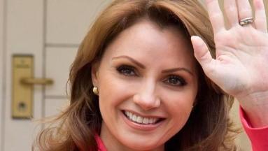 """Angélica Rivera podría protagonizar la telenovela """"Si Nos Dejan"""", una nueva versión de""""Mirada de mujer""""."""