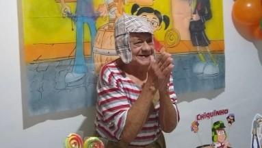 Abuelito festeja su cumpleaños #92 vestido de