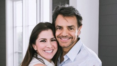 Eugenio Derbez felicita a Alessandra con un