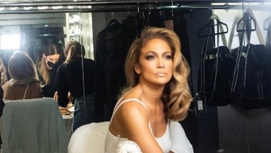 Jennifer López luce espectacular a sus 51 años de edad.