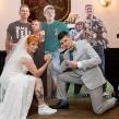 FOTOS: Para que no hubiera sentidos, novios hacen su boda con invitados de cartón