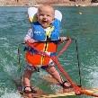 VIDEO: Rich, el bebé de 6 meses que hace esquí acuático y enamora Internet