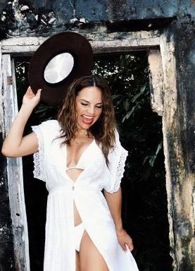 Fabiola Campomanes posa en lencería y mallas de red, alborota Instagram
