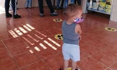 Niño pone el ejemplo, toma su sana distancia y las redes le aplauden