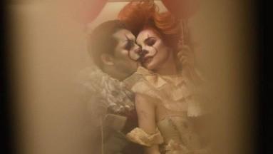 Christian Nodal y Belinda impactaron con su sesión de fotos para Halloween.