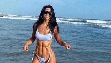 Bárbara de Regil posa en diminuto bikini y deja ver sus cuadritos