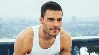 Carlos Rivera presumió los logros de sus rutinas de ejercicios.