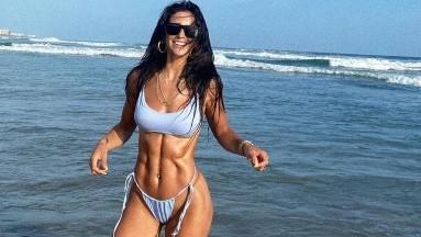 Bárbara de Regil lo volvió a hacer con sus sexys y divertidas fotos en la playa.