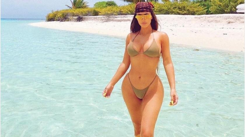 Una foto, pocas palabras, pero con el look adecuado y la Kardashian conquista las redes.(Instagram Kim Kardashian)