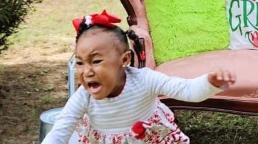 """VIDEO: Madre le hace cruel broma a su hija tras vestirse como """"El Grinch"""" y se hace viral(Captura de video: @theshaderoom/Instagram)"""