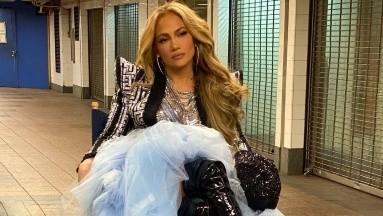 Jennifer Lopez triunfó, a pesar de los tropiezos, en su presentación en Times Square.