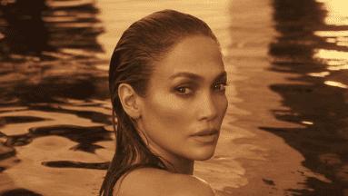 La cantante y actriz se toma un tiempo para sí misma en la playa.