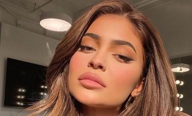 Kylie Jenner respondió en sus historias de Instagram a quienes se burlaron por la presión del agua en su regadera.