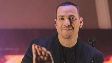 El cantante anunció por medio de sus redes sociales que había contraído nupcias con su novia Frances Franco.